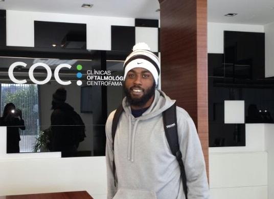 DAVIS VISITA COC TRAS RECIBIR UN IMPACTO EN EL OJO