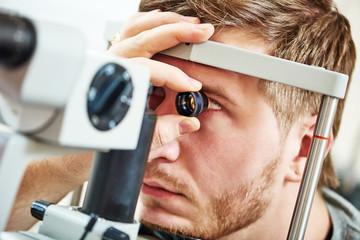 Día mundial de la visión. Exámen de fondo de ojo