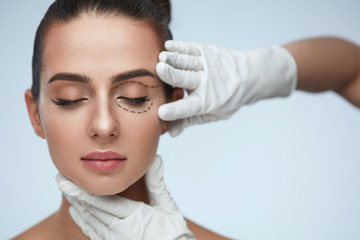Blefaroplastia. Como eliminar las bolsas de los ojos